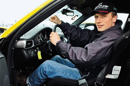 Christian Menzel, 2005 Porsche Cup Sieger, ist Mitglied der Jury und Fahrdynamik-Trainer.