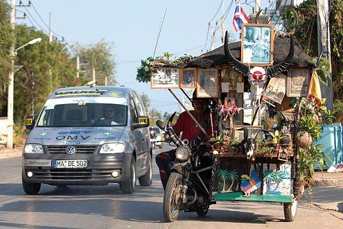 Andere Länder, andere Vehikel: Der VW Caddy Ecofuel in Phuket (Thailand).