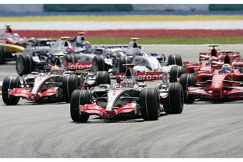 Beim Grand Prix von Malaysia musste sich Hamilton noch hinter dem Weltmeister einsortieren.