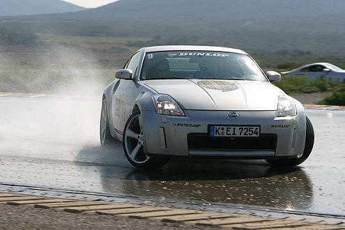 Da bleibt kein Auge trocken: wilder Drift mit dem Nissan 350Z.