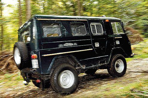 Bullige Optik: nachgerüstete 265/75 R 16-er Reifen bei vier Meter Länge.