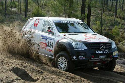 Ellen Lohr musste bei der Dakar 2007 mit ihrem M-Klasse-Mercedes früh die Segel streichen.