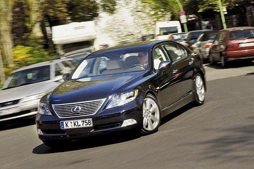 Top-Technik unter konservativem Blechkleid: der Lexus LS 600h L.