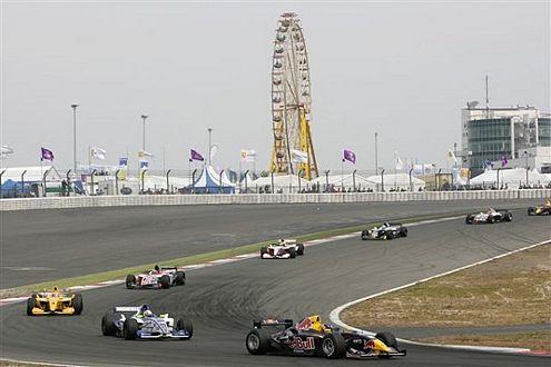 Mit Platz eins und sechs übernahm Sebastian Vettel die Führung in der World Series by Renault (WSbR).