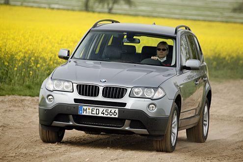Fahrmaschine unter den SUV: Der X3 ist hart gefedert, 200 km/h schnell.