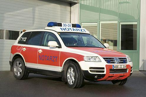 Geländetauglicher Lebensretter: der Notarzt-Touareg von VW.