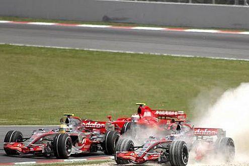 Das Risiko-Manöver von Alonso beschert dem Engländer zum dritten Mal den 2. Platz auf dem Podest.