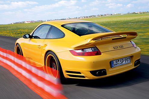 Problematisch: Der Speedart-Flügel wackelt bei 160 km/h bedenklich.