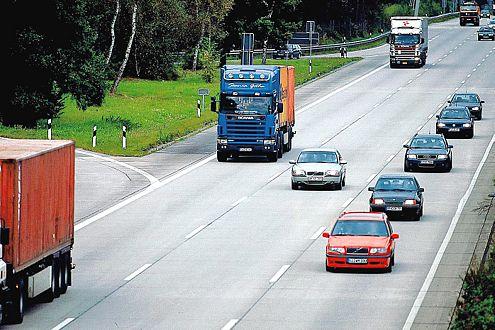 Linksfahren: Nach dem Überholen wieder auf die rechte Spur wechseln.