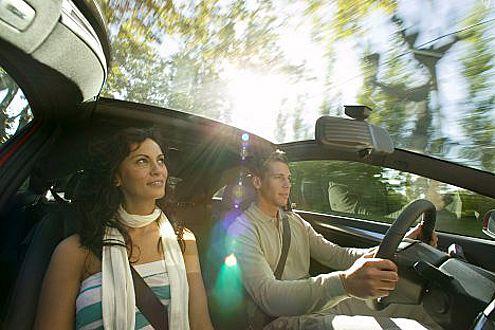 Gilt für Männer und Frauen: Oberschlaue Beifahrer-Tipps sind tabu.