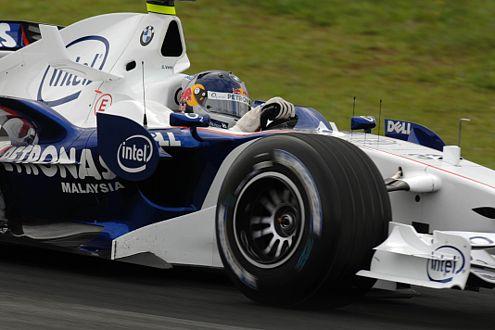 Sebastian Vettel holt sich als jüngster Fahrer einen WM-Punkt.