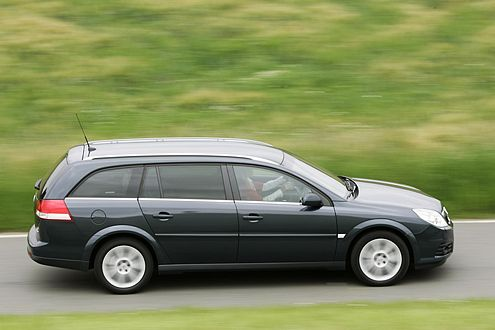 Opel Vectra: Die gerade Dachlinie sorgt für Kopffreiheit im Fond.