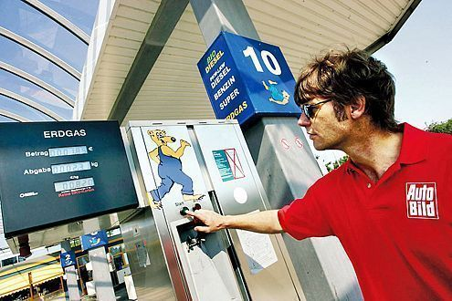 Knöpfe, Karten, Geheimzahlen – jede Tankstelle funktioniert anders.
