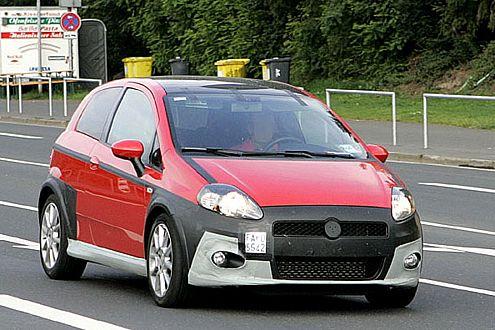 Große Schnauze, Turbo dahinter: Fiat schickt 2008 Grande Punto und 500 als Abarth ins Rennen.
