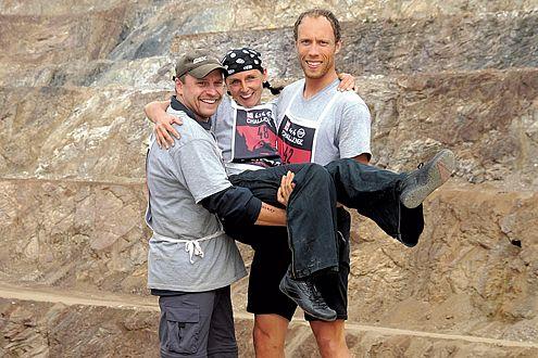 Siegerpose: Petra, Dirk und Rainer treffen sich im Oman wieder.