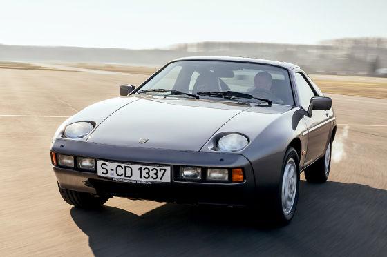 Der Porsche 928 konnte bei seinem Debüt 1977 mit einer sensationell zeitlosen Form aufwarten.