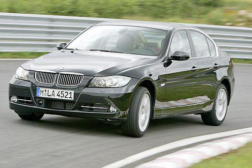 Der BMW tritt als 335i mit 3-Liter-Biturbo an.