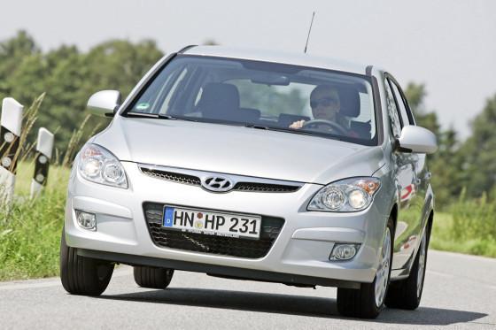 Der i30: Vorne erinnert er an den Mazda3, hinten an den 1er BMW. Dennoch zeigt er eine eigene Linie.