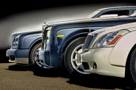 Drei Chauffeur-Limousinen