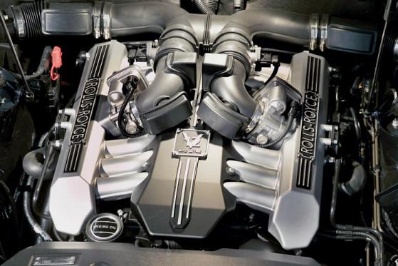 Unhörbares Kraftpaket: Der BMW-V12 mit 460 PS arbeitet akustisch absolut im Verborgenen.