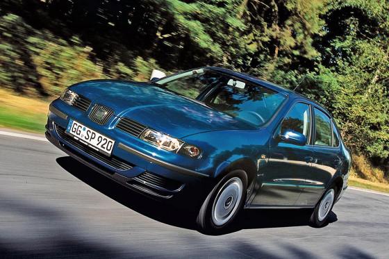 Endlich ansehnlich: Gegenüber seinem hausbacken wirkenden Vorgänger auf Golf-II-Basis ist die zweite Toledo-Generation deutlich dynamischer gestylt.
