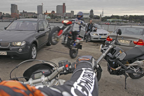 BMW-Vergleich – Auto gegen Motorrad