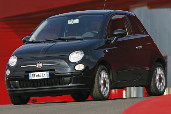 """""""Ich sehe ihm in die Augen und vergesse alles andere"""", meint Fernsehkoch Horst Lichter zum Fiat 500."""