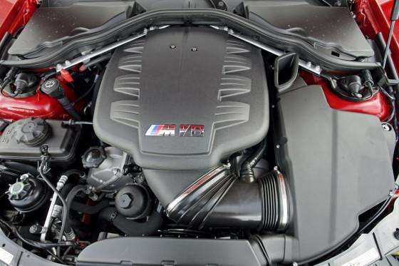 Acht Zylinder, acht Ansaugstutzen, acht Drosselklappen und 420 PS: Der M3-Motor ist ein Gedicht.