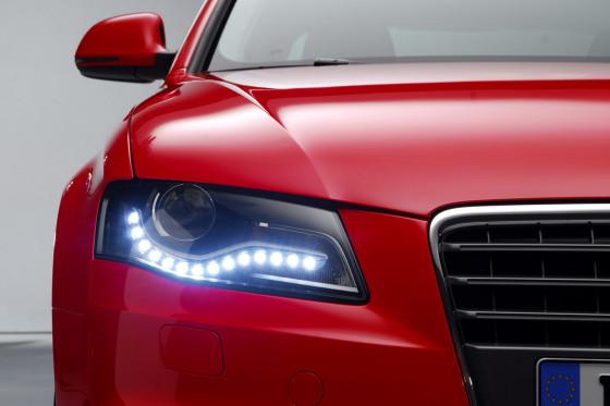 Böser Blick: Die Xenon-Scheinwerfer haben gleißend helles LED-Tagfahrlicht.