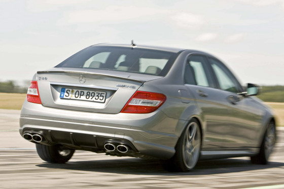 Sicher in allen Fahrlagen: Ein fein abgestimmtes ESP lässt Drifts zu.