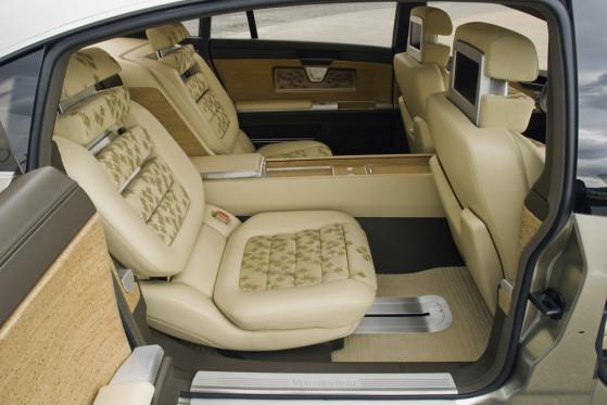 Hereinspaziert: Im Innenraum bietet der F 700 vier Passagieren größten Komfort.