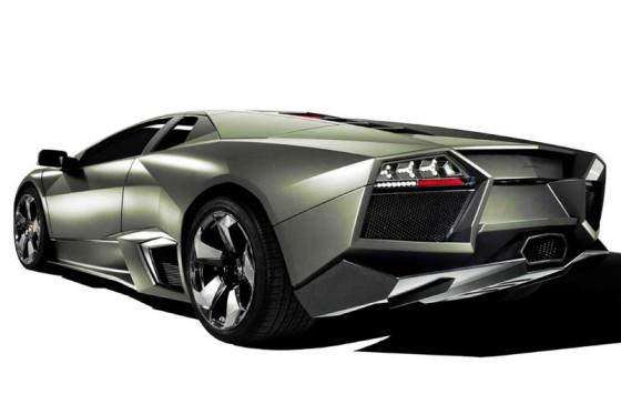 Auto oder Flugzeug? Der Lamborghini Reventón überträgt die Optik eines Kampfjets auf sein Blechkleid.