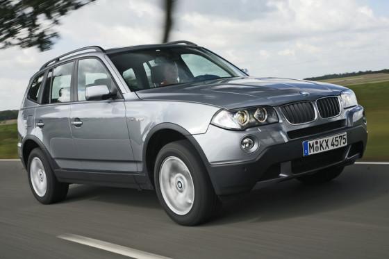 Nicht sehr angenehm: Der BMW ist im Vergleich knüppelhart gefedert.
