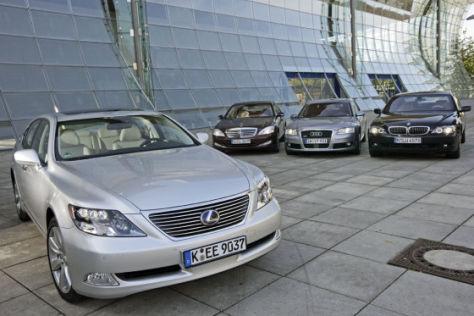 Hybrid-Lexus gegen die Konkurrenz