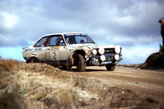Total ramponiert, aber schnell und nicht kaputt zu kriegen. Ari Vatanen im Ford Escort 1977 in Neuseeland.