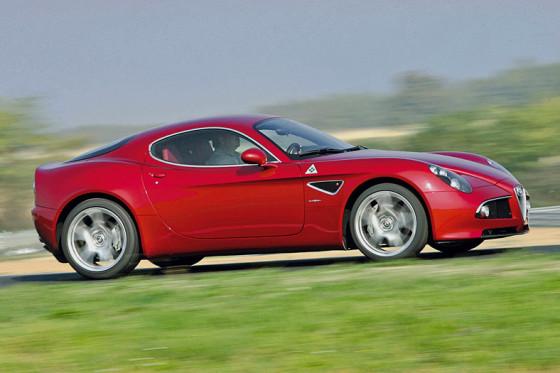 Italienische Mischung: Im Alfa 8C stecken die Gene von Maserati und Ferrari.