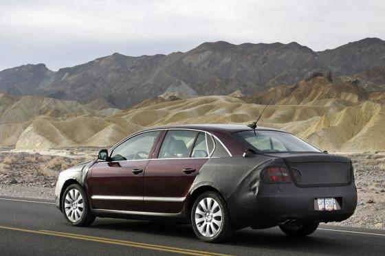 Stattliche Limousine: Der neue Skoda Superb soll zwischen VW Passat und Audi A6 rangieren. Urteil nach ersten Tests im Death Valley: Positionierung erreicht.