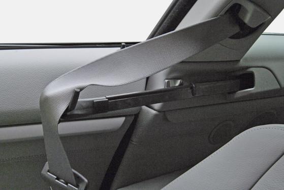 Bequemer ist das: Gurtanreicher im BMW 320d.