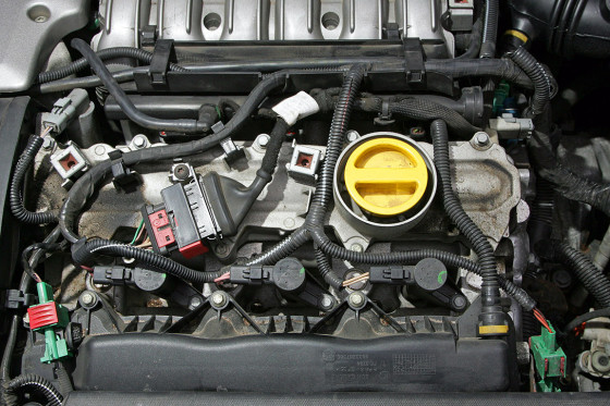 Spitzenmotor: Der Dreiliter-V6 ist das Top-Triebwerk der Laguna-Baureihe, serienmäßig mit Fünfstufenautomatik. Der Motor ist robust, neigt aber zu Kühlwasserverlust und Ölverbrauch.