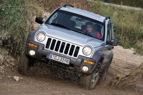 Jeep-Fahrzeuge in die Werkstätten
