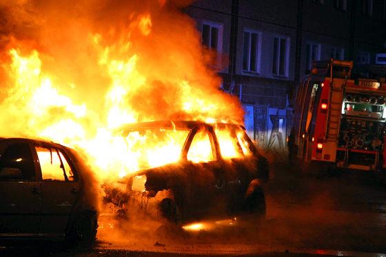 vandalismus beim g20 auto abgebrannt zahlt die versicherung. Black Bedroom Furniture Sets. Home Design Ideas