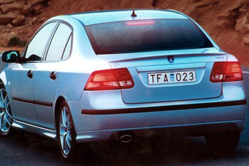 Die Benzinmotoren leisten zwischen 150 und 210 PS, ein Dieselmotor wird mit 125 PS angeboten.