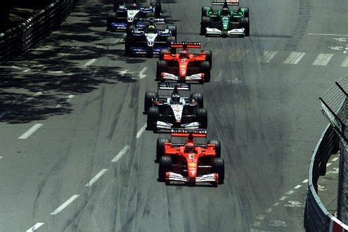 Pech: Bei Pole-Mann David Coulthard spielt die Startautomatik des McLaren-Mercedes verrückt. Michael Schumacher überholt und gewinnt das Rennen 2001.