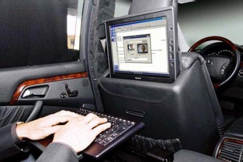 Mercedes präsentiert UMTS-Testfahrzeug