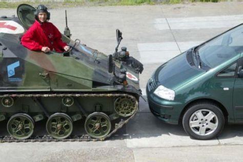 Wiesel 2 San Typ gegen VW Sharan TDI