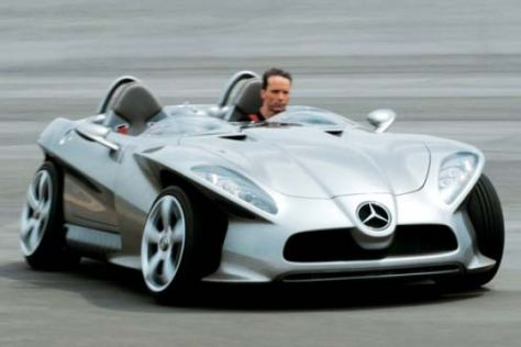 Mercedes F 400 Carving