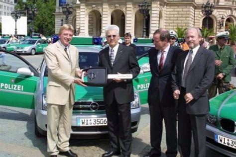 Hessen-Polizei fährt Opel