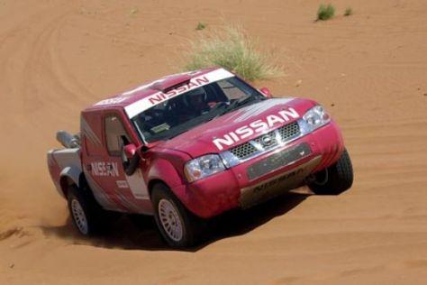 Nissan mit fünf Werksautos bei der Dakar 2003