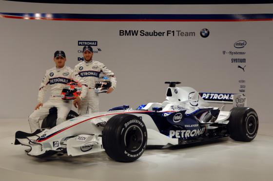 Robert Kubica (links) und Nick Heidfeld wollen 2008 mit ihrem neuen Arbeitsgerät den ersten Formel-1-Sieg für BMW verwirklichen.