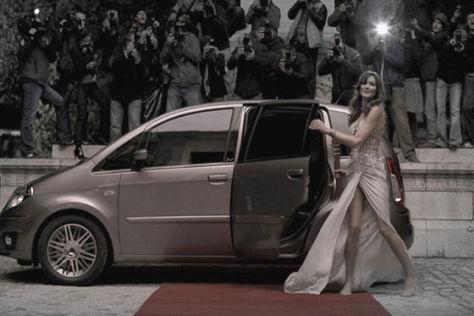 Carla Bruni wirbt für Lancia